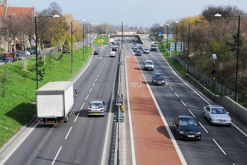 在城市道路的交通 免版税图库摄影