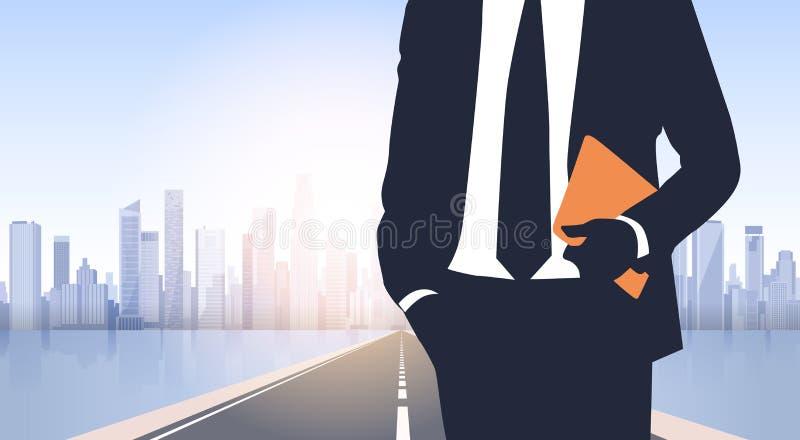 在城市道路风景现代办公楼的商人剪影 向量例证