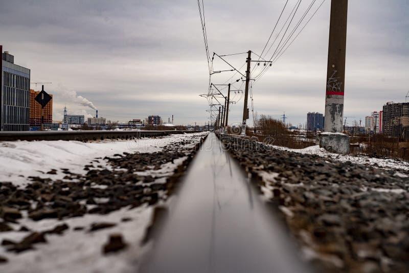 在城市风景的路轨 库存图片