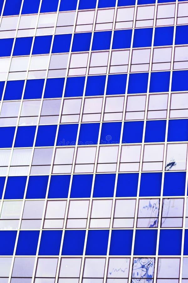 在城市o f伦敦家和办公室摩天大楼大厦的窗口 库存图片