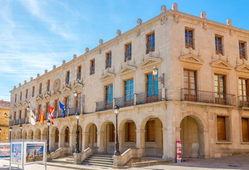 在城镇厅大厦的看法在市长位置在索里亚-西班牙 库存图片
