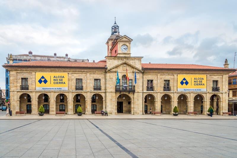在城镇厅大厦的看法在阿维莱斯-西班牙 库存图片
