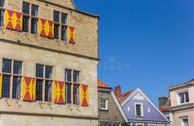 在城镇厅的五颜六色的舱口盖在韦尔内 免版税库存图片