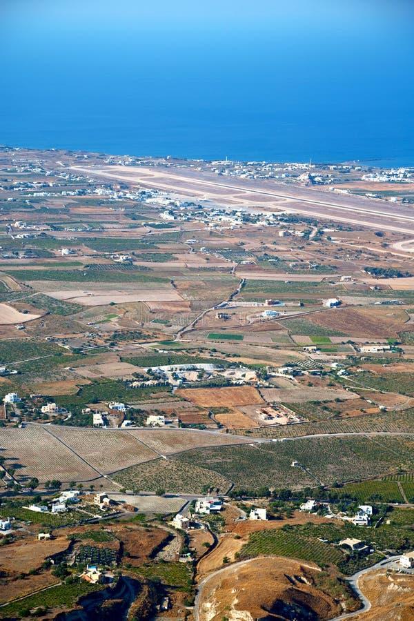Download 在基克拉泽斯希腊从小山的santorini村庄 库存图片. 图片 包括有 欧洲, 全景, 峭壁, 绿色, 手段 - 62537245