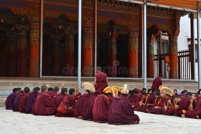在基尔提Gompa修道院附近的生活在Langmusi, Amdo西藏, C 免版税库存照片