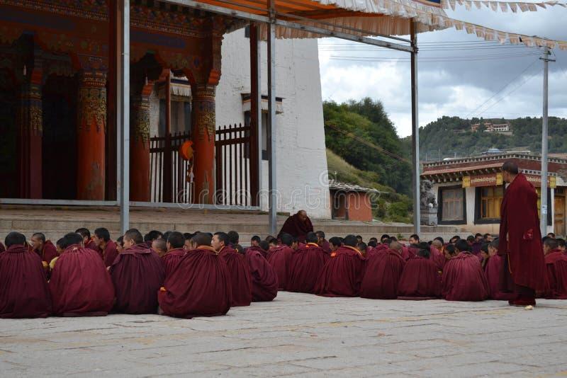 在基尔提Gompa修道院附近的生活在Langmusi, Amdo西藏, C 免版税库存图片