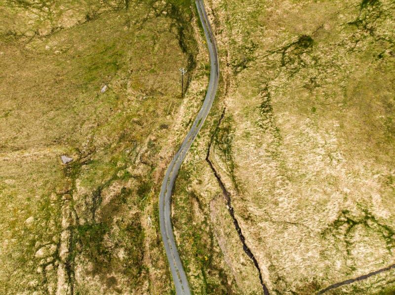 在基拉尼国立公园的看法的下空中上面 远足在凯里郡,爱尔兰 库存照片
