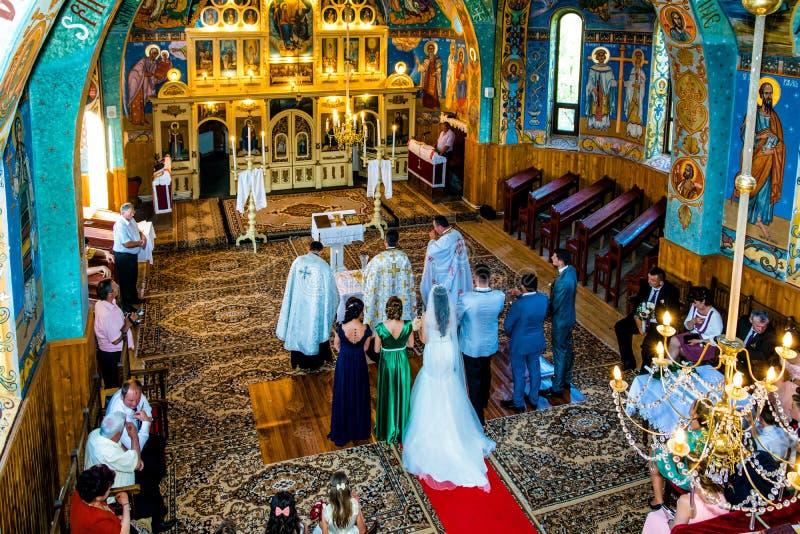 在基督徒东正教、鸟瞰图在新娘和新郎里面,结婚 免版税库存图片