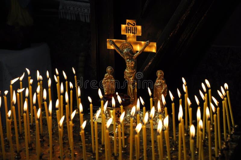 在基督徒寺庙蜡烛是lit_3 图库摄影
