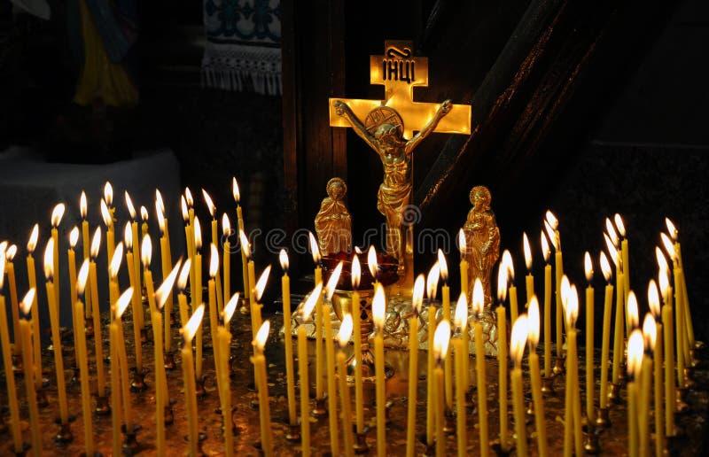在基督徒寺庙蜡烛是lit_2 图库摄影