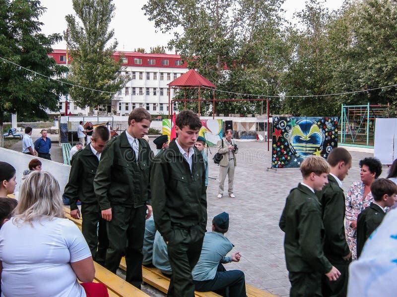 在基础军事训练的类在阿纳帕,俄罗斯的克拉斯诺达尔地区野营 图库摄影