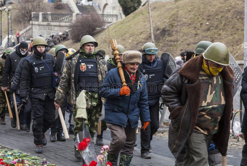 在基辅巡逻Maidan的自卫单位 免版税图库摄影