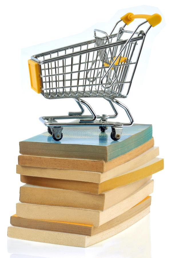 在堆的超级市场台车书 免版税图库摄影