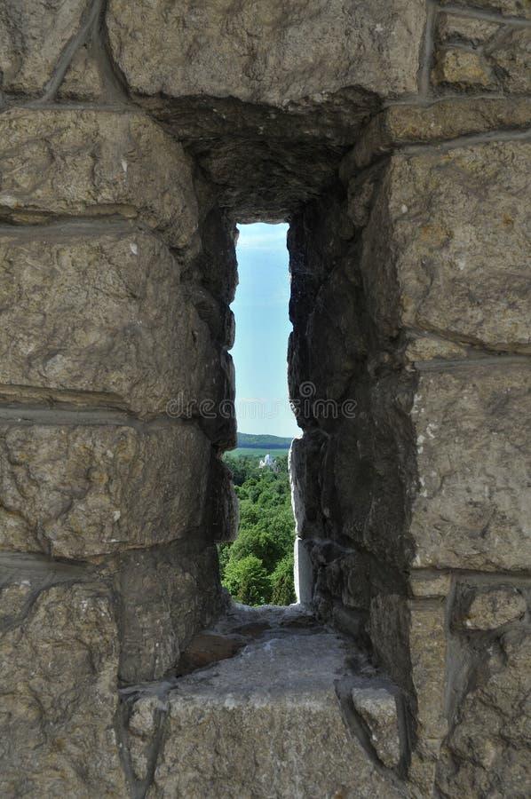 在堡垒墙壁的发射孔  免版税库存照片