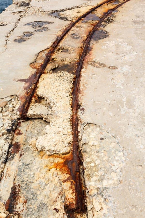 在堡垒Tigne (Sliema)的老路轨 库存照片