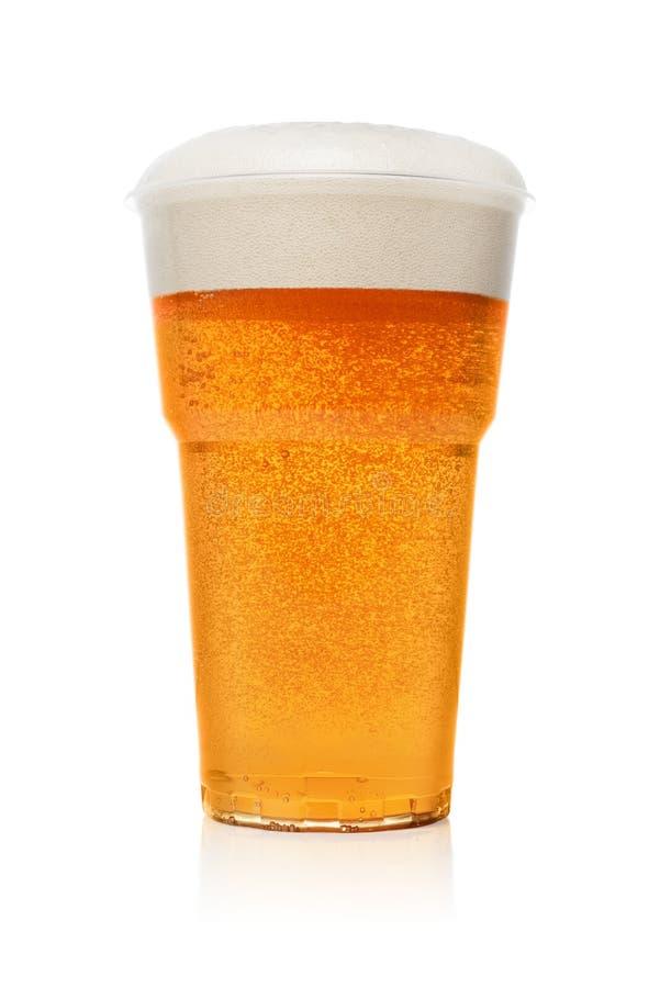 在塑料杯子的啤酒 免版税库存照片