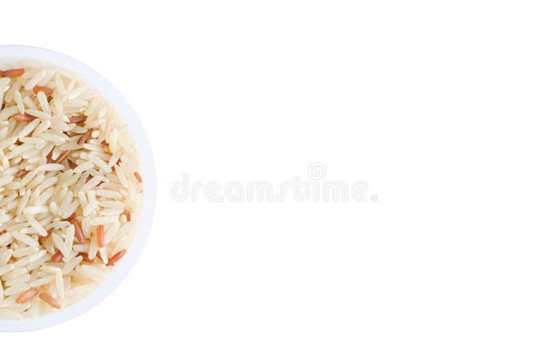 在塑料杯子的未煮过的米在白色背景 库存照片
