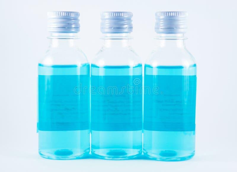 在塑料瓶的蓝色液体 免版税库存图片