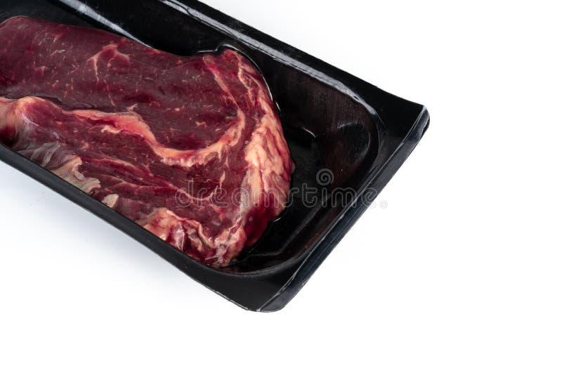 在塑料组装的未加工的牛排 库存图片