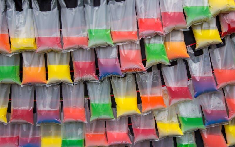 在塑料袋的五颜六色的水背景的 免版税库存图片