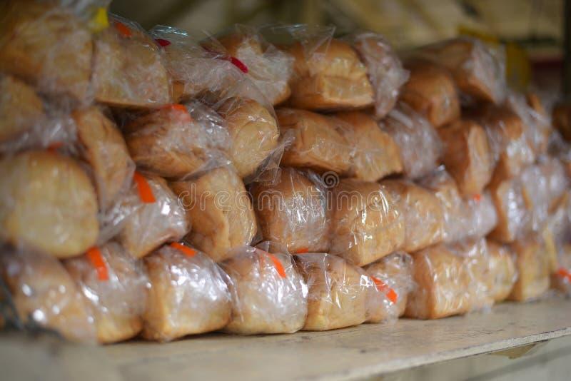 在塑料袋,泰国的切的面包 免版税库存照片