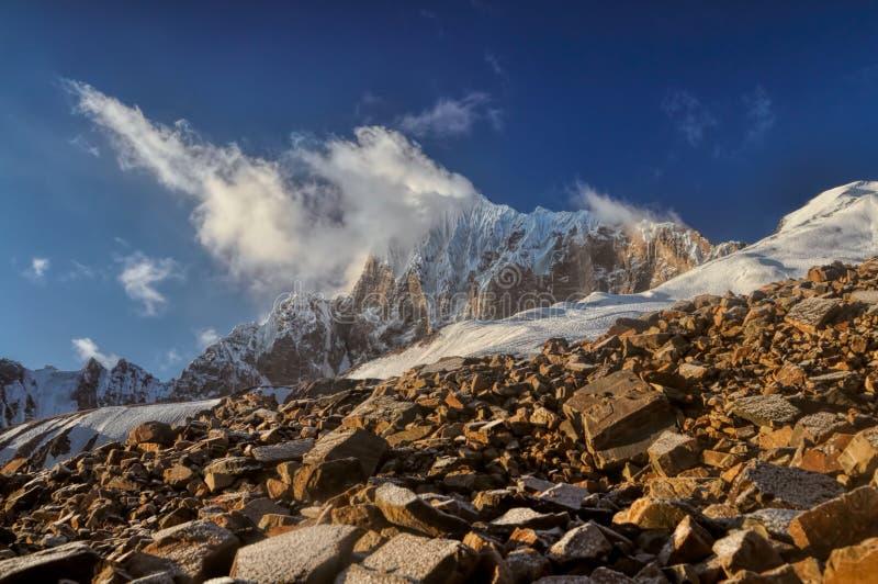 在塔吉克斯坦的山峰 免版税库存照片