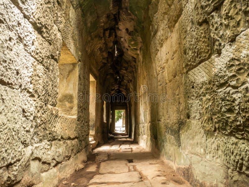 在塔布茏寺寺庙iin泰国里面收割坟茔入侵者寺庙 免版税库存图片