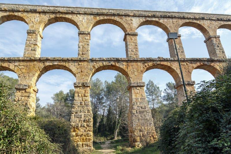 在塔拉贡纳附近被修造的恶魔的桥梁罗马渡槽 图库摄影