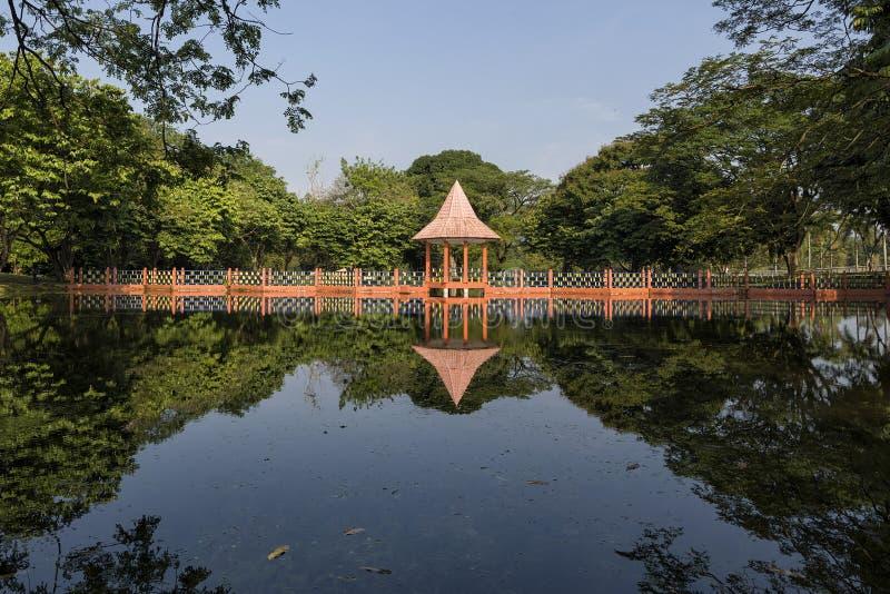 在塔曼Tasik的水反射,太平的,霹雳州,马来西亚 免版税库存图片