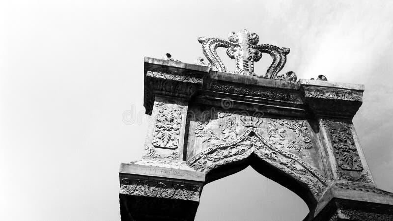 在塔曼Ujung水宫殿,巴厘岛的装饰门户 库存照片