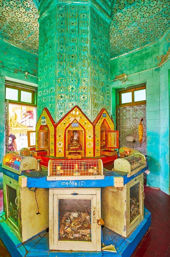 在塔翁Kalat寺庙,波帕岛,缅甸寺庙的华丽专栏  库存照片
