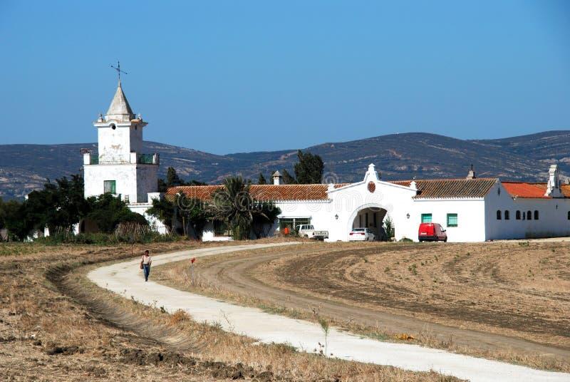 在塔里法角,西班牙附近的大农舍 库存照片