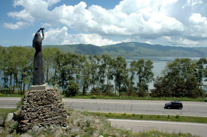 在塞凡湖,亚美尼亚附近的纪念碑Akhtamar 免版税库存图片