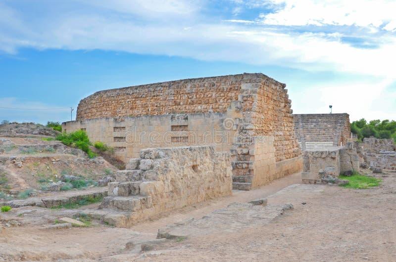 在塞浦路斯人位于的古老罗马城市蒜味咸腊肠被保存的废墟法马古斯塔,北赛普勒斯土耳其共和国附近 壮观的考古学站点是  库存图片