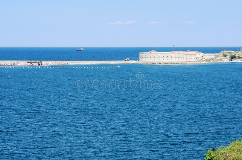 在塞瓦斯托波尔海湾的Konstantinovsky电池 库存图片