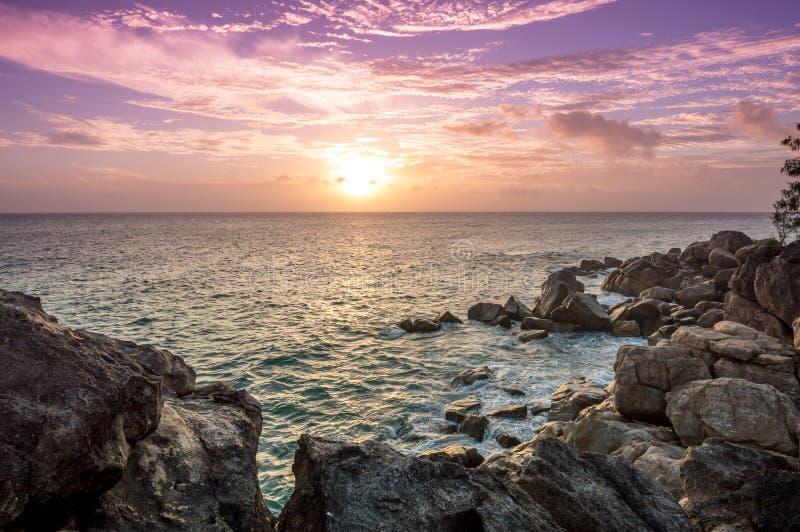 在塞舌尔群岛的日落 免版税库存图片