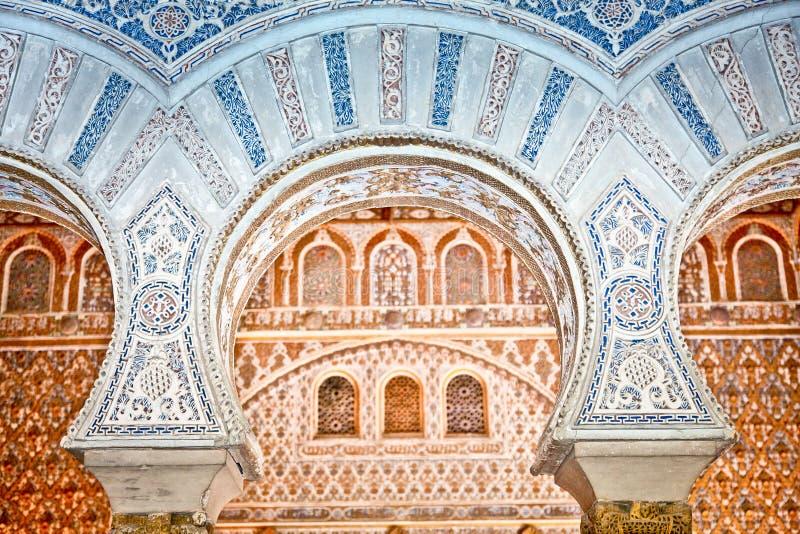 在塞维利亚,西班牙皇家城堡的装饰。 库存照片