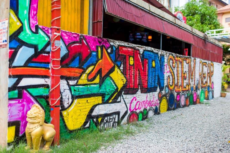 在墙壁上的五颜六色的街道画艺术 免版税库存图片