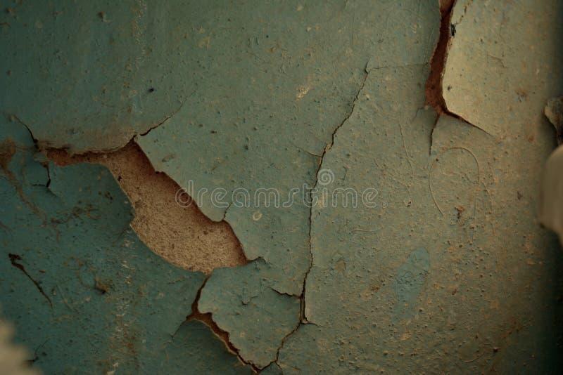在墙壁上的片状蓝色油漆 库存图片