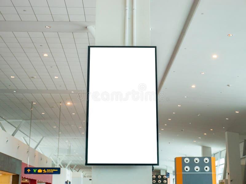 在墙壁上的空白的广告的LCD电视广告牌在机场 免版税库存照片