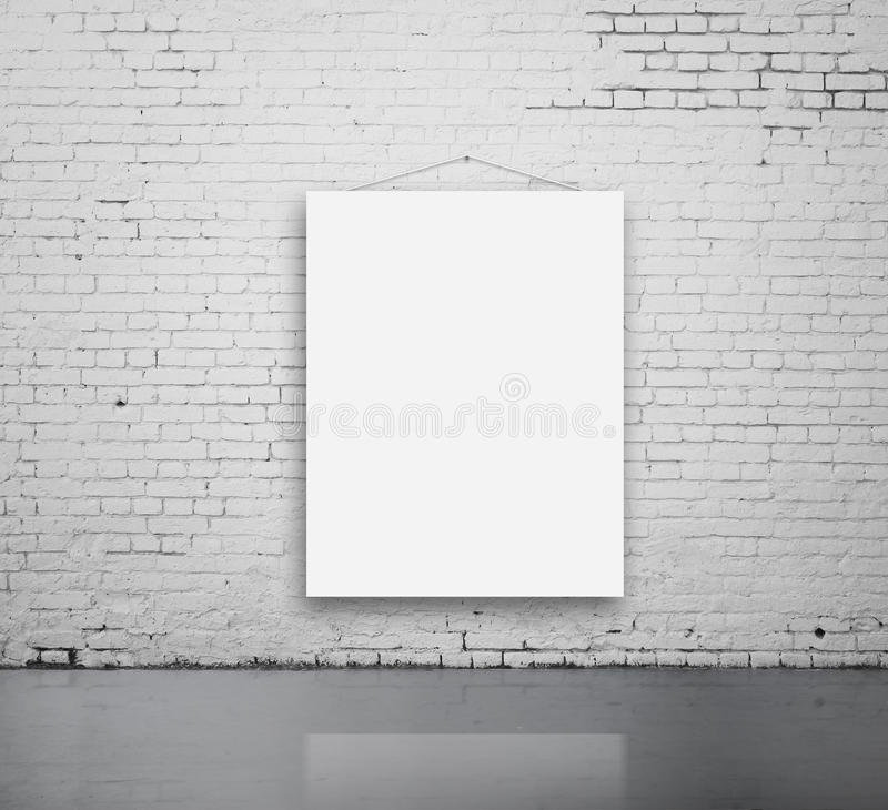 在墙壁上的空白的海报 库存图片
