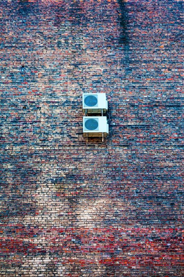 Download 在墙壁上的空调 库存照片. 图片 包括有 不列塔尼的, 纹理, 设备, 冷却, 灌肠器, 技术, 外部, 房子 - 62539538