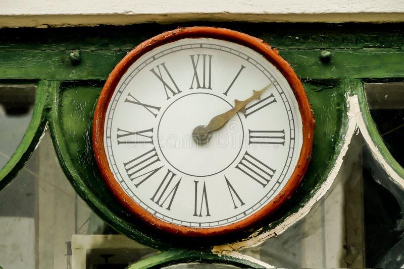在墙壁上的老时钟,在瑞典斯堪的那维亚北部欧洲 免版税库存图片