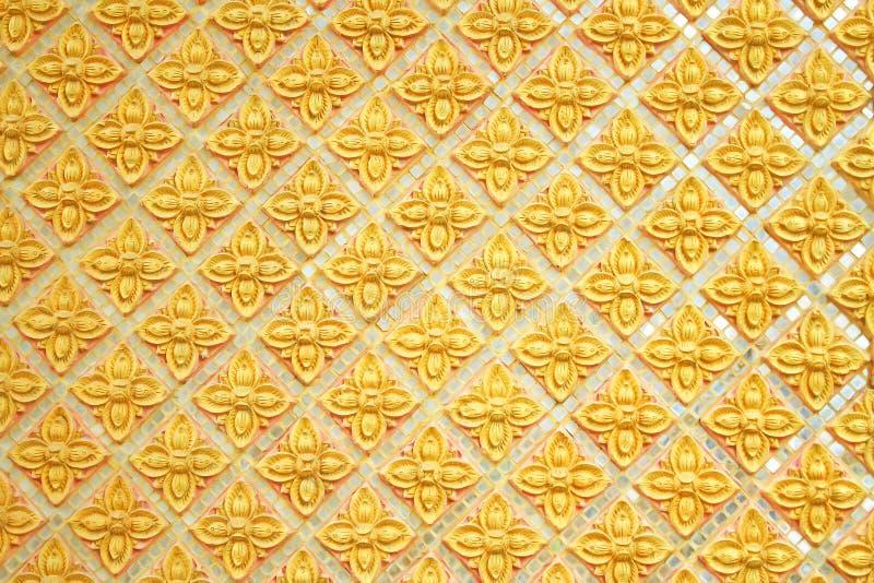 在墙壁上的花条纹在phadea寺庙,清迈泰国,泰国北部 免版税图库摄影