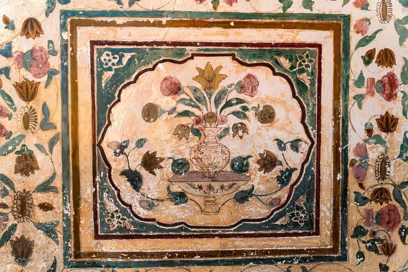 在墙壁上的花饰在琥珀色的堡垒 图库摄影