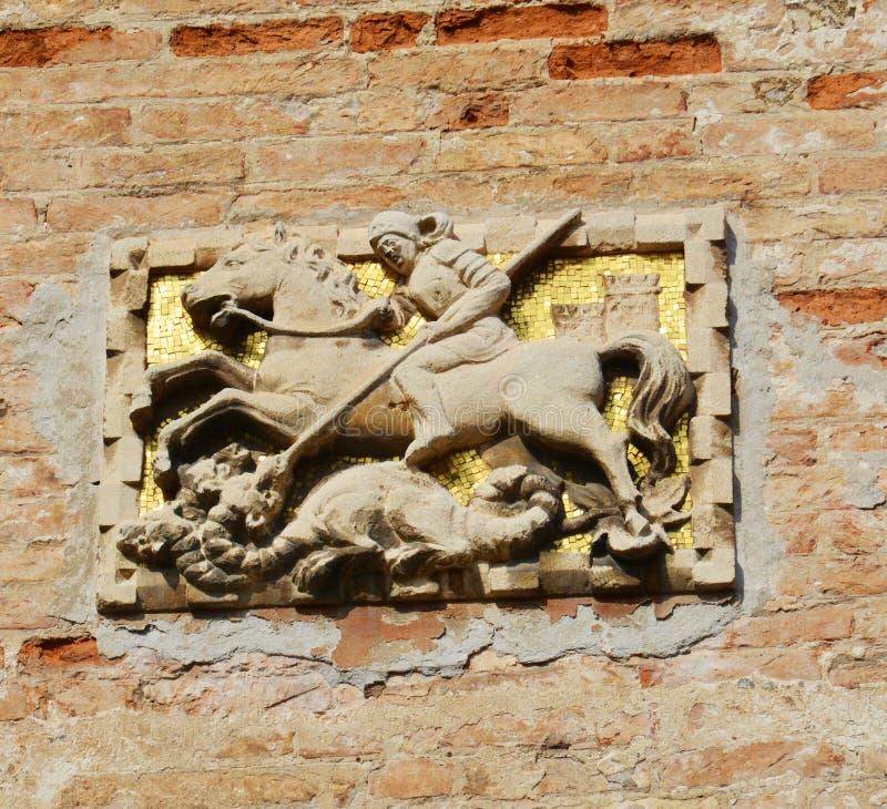 在墙壁上的金黄雕塑,威尼斯,意大利 免版税库存图片