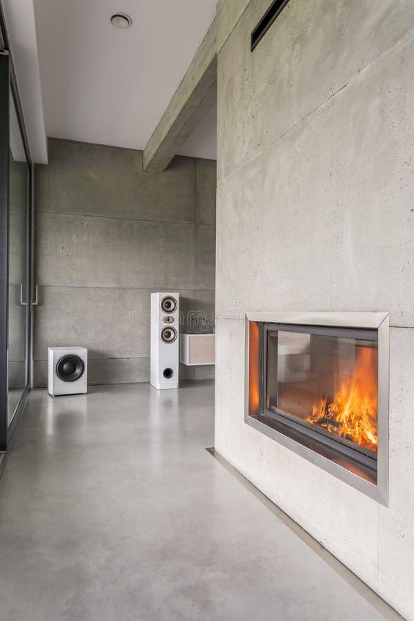 在墙壁的现代烟囱 库存照片