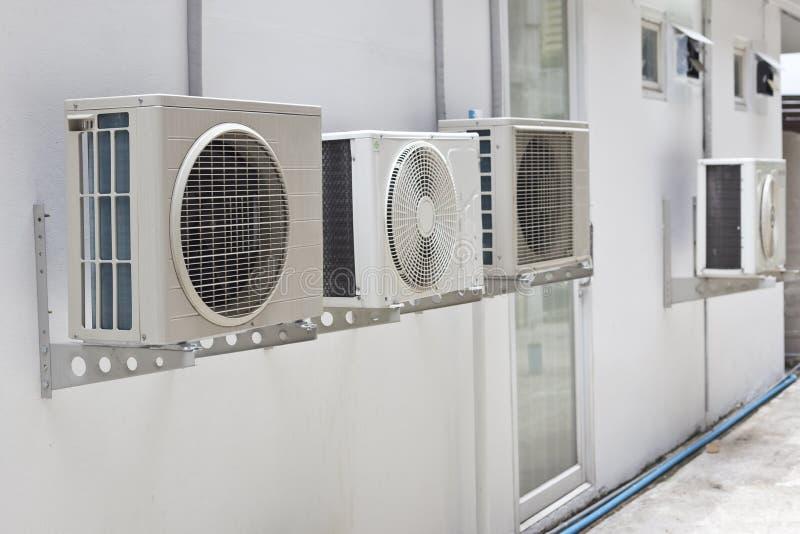 在墙壁的空调器 库存图片