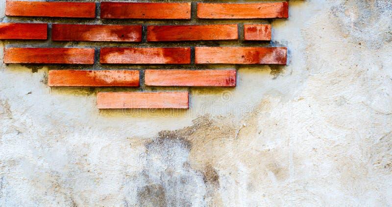 在墙壁,有趣和原始的backgroun安置的老砖 免版税图库摄影