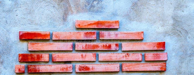 在墙壁,有趣和原始的backgroun安置的老砖 库存图片